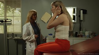 Risky pussy licking put paid to doctor Serene Horn together with Verronica Kirei