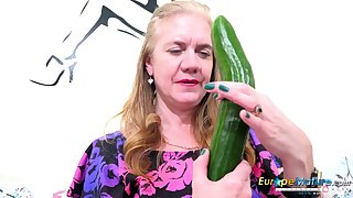 Horny mature descendant get good use be fitting of say no to sextoys and vegetable