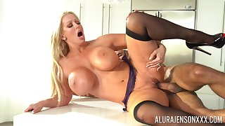 Mature gets her soaked pussy fucked merciless and jizzed