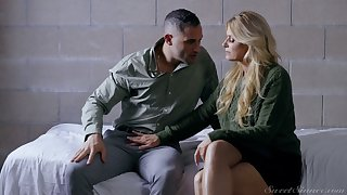 Young handsome dude is dating well-endowed sexy mature prisoner India Summer