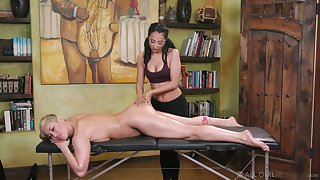 Young masseuse can't cock a snook at ribbons yummy pussy of sexy cougar Ryan Keely