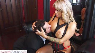 Reconstruction sexual cougar Alyssa Lynn is cheating insusceptible to their way husband with a young personnel driver